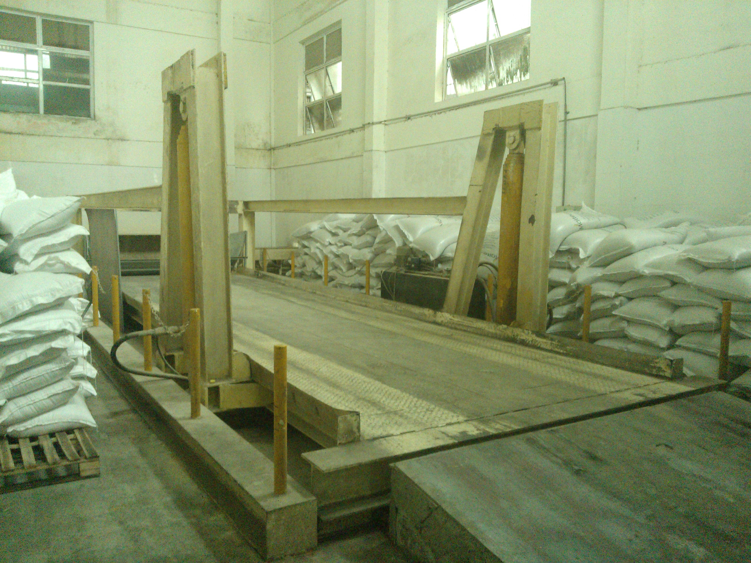 bàn nâng container cố định